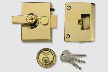 Nightlatch installation by Putney master locksmith